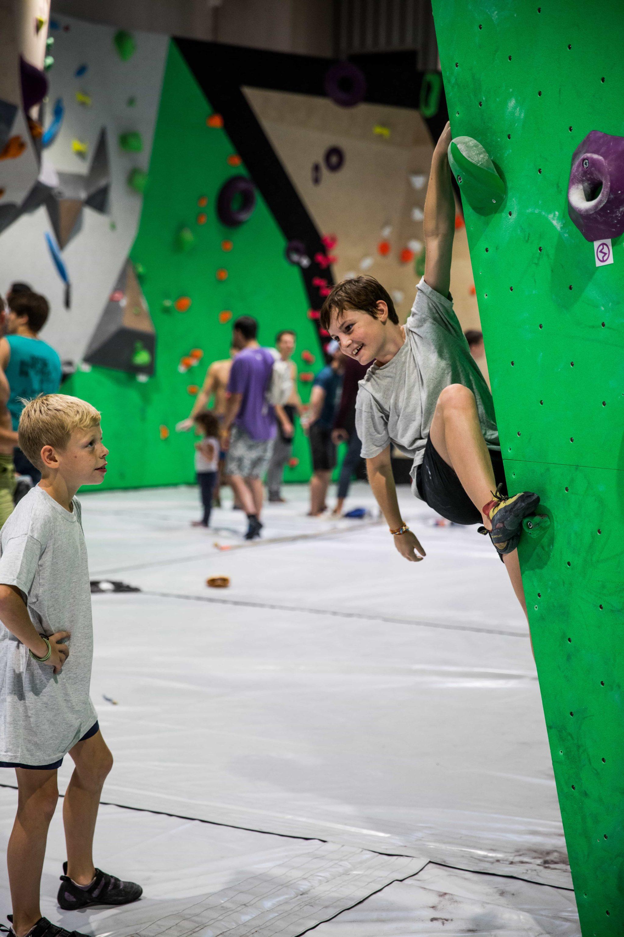 cour d'escalade - jeux - enfant- anniversaire - Vertical'Art - lille - salle d'escalade de bloc