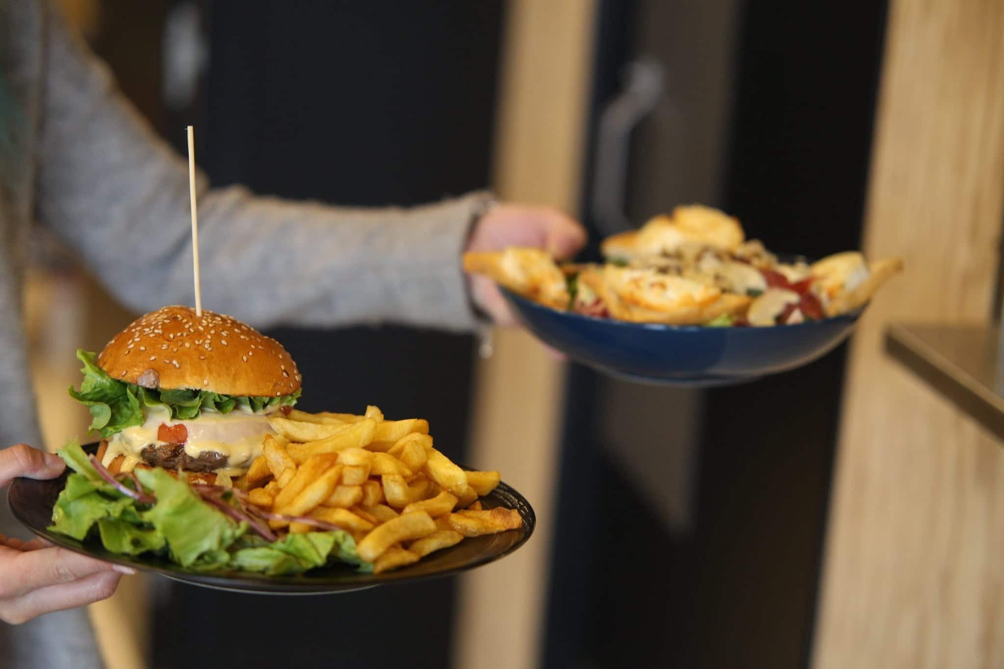 notre restaurant reste ouvert le midi à Vertical'Art Lille