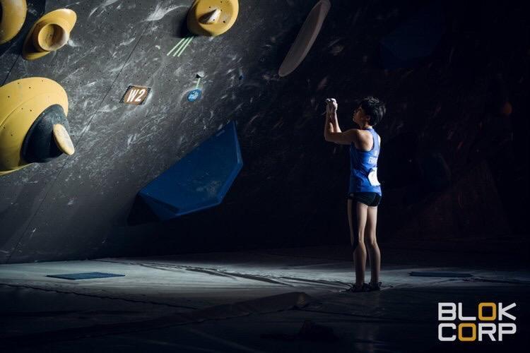 Notre jeune grimpeuse du team Vertical'Art finit deuxième de la finale de bloc à Meiringen, ce week-end, pour sa première participation à une Coupe du monde d'escalade en seniors - Crédits photo : Block Corp